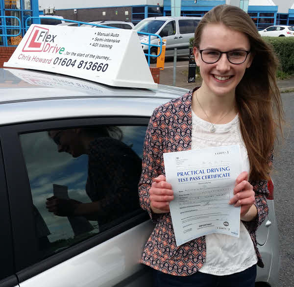 Jess Hollingshurst passes first time with Flexdrive Driving School